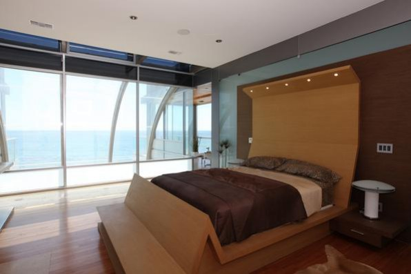 Samantha's Malibu beach house bedroom in the sex and the city film. set design Interior design ideas