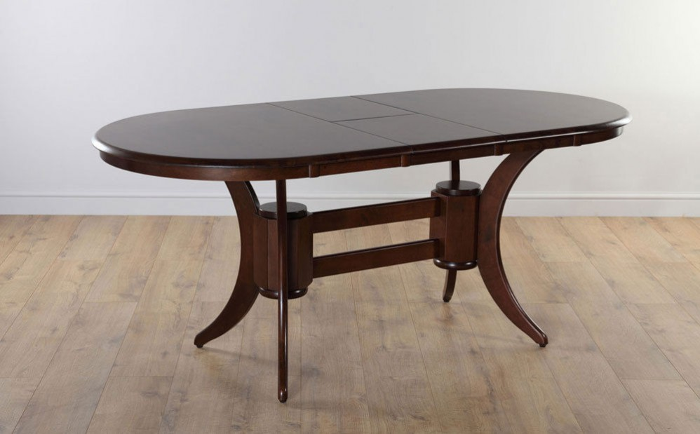 Carrie & big replica Townhouse dark wood extending oval dining table available on Ebay. Set design inspired interior design ideas.