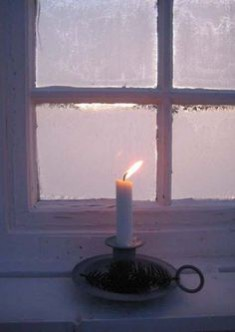 This month's Christmas inspired theme of the month explores the themes of candlelight: image via: www.huldals.blogspot.com