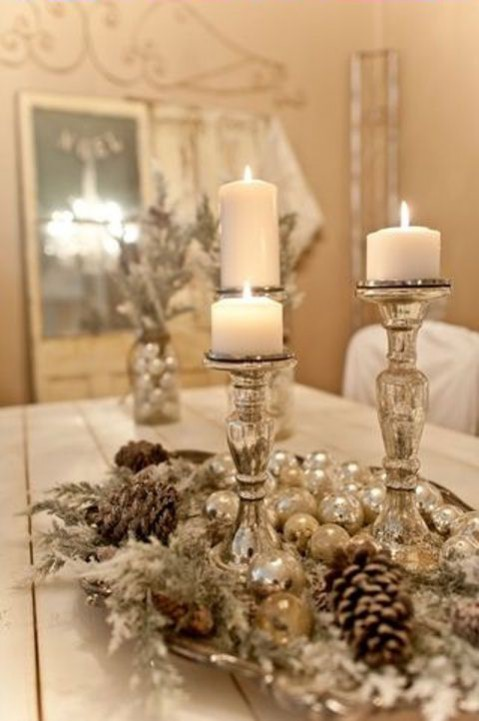 A touch of Christmas: A few key accessories can transform a dining table. Image via: Found on mmgnoveniy.ru
