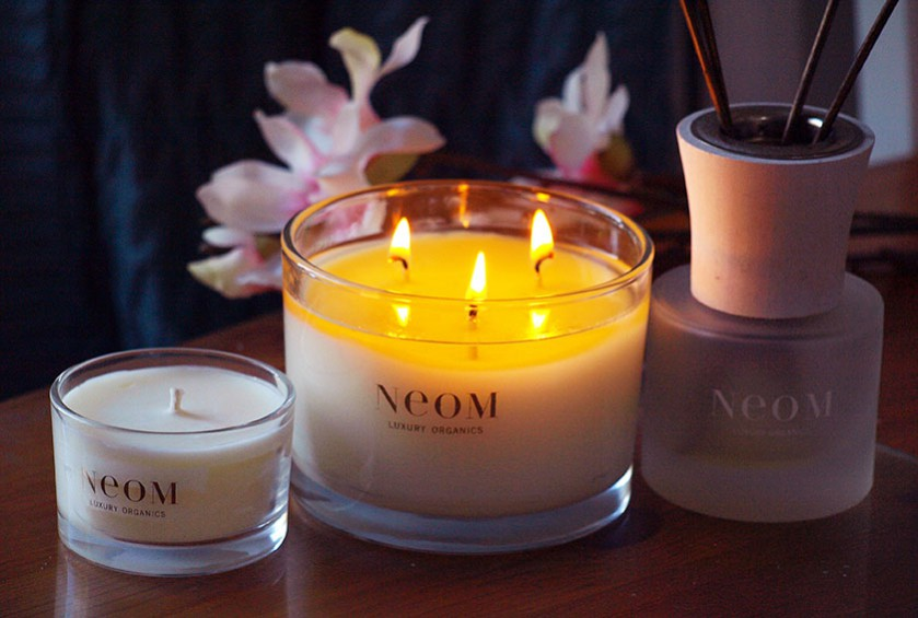 This month's Christmas inspired theme of the month explores the themes of candlelight: Image via: http://www.theblackpearlblog.com/2013/10/neom-real-luxury-home-candle.html