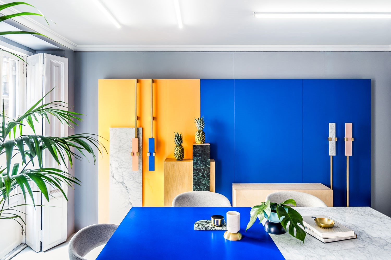 Masquespacios workspace, blue and yellow